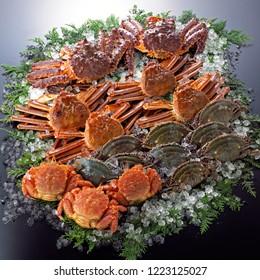 Ke-gani (hairy crab), Taraba-gani (red king crab) ,Watari-gani(blue crab), Matsuba crab(snow crab)