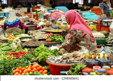 KELANTAN, MALAYSIA 21 JANUARY 2019 : Pasar Siti Khadijah or Kota Bharu Main Market in the morning with people and their activities.