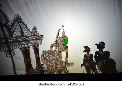 KELANTAN, MALAYSIA - NOVEMBER 18 : The Traditional Malaysian Shadow Puppet Show (Wayang Kulit) by Pak Daim performing during a sahabat media visited November 18, 2014 in Kelantan Malaysia.