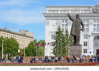 Kemerovo, Russia- June  12, 2014: Monument to Lenin on the Soviet Square - a central square of the city, Kemerovo, Kemerovo region, Russia
