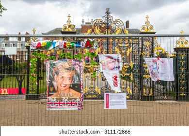 Kensington Palace, England - Jul 9: People coming to recall to Diana, Princess of Wales on Jul 9, 2011 at Kensington Palace, London, England