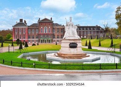 Kensington palace and Queen Victoria monument in London, UK