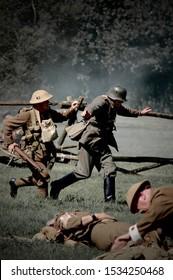 KENT,MILITARY ODDESY SHOW ,ENGLAND -24TH AUGUST 2007.WW1 reenactors during battle reenactment.