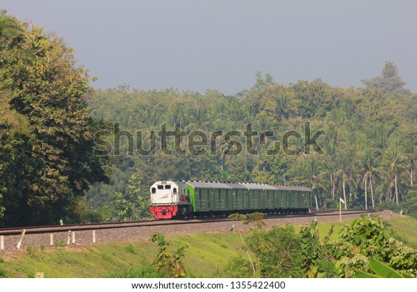 Kereta Api Angkutan Motor Gratis Free Stock Photo (Edit Now
