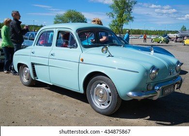 KERIMYAKI, FILANDIA - JUNE 06, 2015: The rear engined passenger car Renault Dauphine on the parade of vintage cars