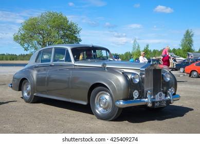 KERIMYAKI, FINLAND - JUNE 06, 2015: Rolls-Royce Phantom V - the participant of parade of vintage cars in Kerimyaki