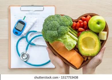 Keto-Nahrung für die Ketogendiät oder Atkins Diät, gesunde Ernährung Essen Lebensstil für gute Gesundheit des Herzens mit hohem Protein, Fett, Low-Carb zur Vorbeugung von Herzerkrankungen und Diabetes-Krankheit Kontrolle