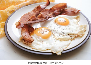 ketogenic breakfast of bacon and eggs