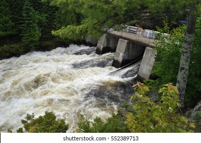 Kettle Falls, Minnesota - Water Rushing Through the Dam - Summer Scene