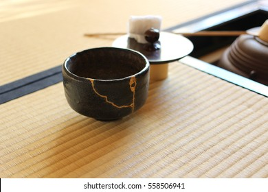 A kettle in the Japanese tea room  / horizontal