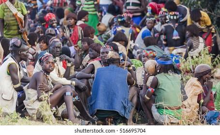 KEY AFAR VILLAGE, OMO VALLEY. ETHIOPIA - JANUARY 2, 2014: Unidentified Banna people at local village market.