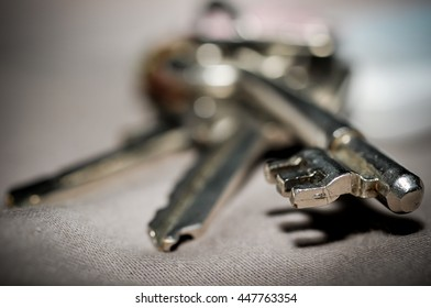 key metal, need to show depth of field and blurry background