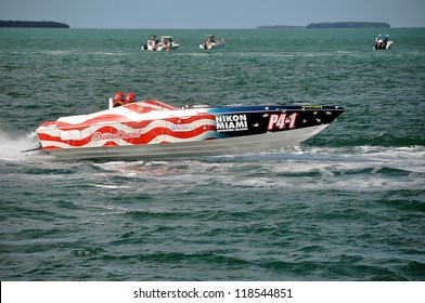 Offshore Powerboat Racing Images, Stock Photos & Vectors
