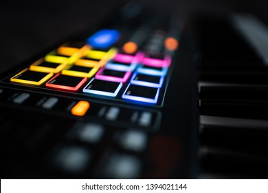 Keyboard / electronical piano for recording music in a studio: drumpads / music pads