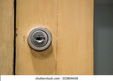 keyhole locker detail