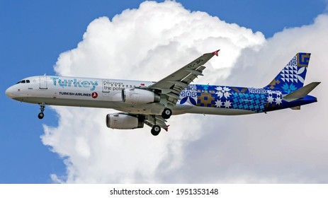 Kfar Truman, Israel - September 23, 2016: Turkish Airlines (Discover the Potential Livery) Airbus A321-231 passenger plane landing from Istanbul Ataturk Airport