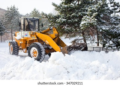 KHABAROVSK, RUSSIA - DECEMBER 04, 2015: Wheel loader is cleaning a road from snow