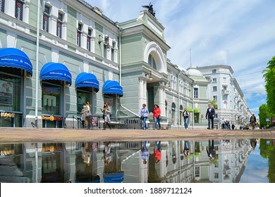 Khabarovsk, Russia - Mai 23, 2020: Spring day in the city. Khabarovsk, Muravyov-Amursky street - the main street of the city. Kunst and Albers department store. Far East, Russia.