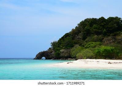 Khai Island,(Koh Khai) Satun Province, Thailand Is an island with natural stone arches and beautiful beaches Located near Tarutao National Park and Koh Lipe