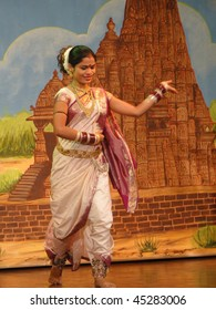KHAJURAHO, INDIA - NOV 4 -  Indian dancer performs classical dance  on Nov 4, 2009  in Khajuraho, India.