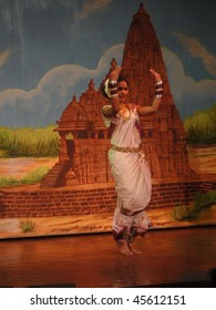KHAJURAHO, INDIA - NOVEMBER 4 :  Indian dancer performs classical dance  on November 4, 2009  in Khajuraho, India.
