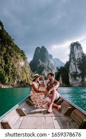 Parque Nacional Khao Sok en Tailandia, pareja de vacaciones en el parque Khao Sok en Tailandia, pareja de vacaciones en Tailandia