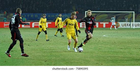 KHARKIV, UA - FEBRUARY 17: FC Metalist Kharkiv FW Volodymyr Lysenko (C) in action during Europa League football match vs. Bayer 04 Leverkusen, February 17, 2011 in Kharkiv, Ukraine