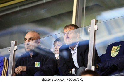 KHARKIV, UA - OCTOBER 21: Metalist president Aleksandr Yaroslavsky (L) Businessman Roman Abramovich (R) at Metalist vs. Sampdoria UEFA Euroleague match (2:1), October 21, 2010 in Kharkov, Ukraine