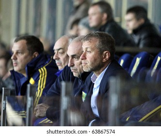 KHARKIV, UA - OCTOBER 21: Sergey Storozhenko (L)  Aleksandr Yaroslavsky (C) Roman Abramovich (R) at Metalist vs. Sampdoria UEFA Euroleague match (2:1), October 21, 2010 in Kharkov, Ukraine