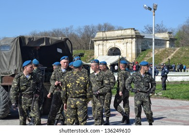 KHERSON, UKRAINE - APR 22: anti-terrorist special units show their skills at the show on April 22, 2013 in Kherson, Ukraine. Ukrainian special units actively participate in UN peacekeeping operations.
