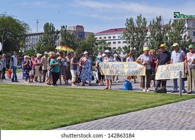 KHERSON, UKRAINE - JUNE 19, 2013: workers of a liquidated long time ago textile factory again and again demand of officials paying back their unextinguished wages on June 19, 2013 in Kherson.