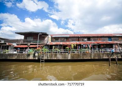 Khlong Saen Saep waterfront community
