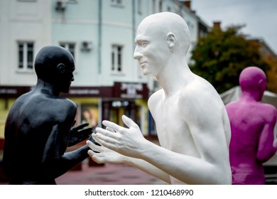 Khmelnytskyi. Ukraine.  October 2018. Sculptures by V. Sidorenko. The dialogue of representatives of two races. Understanding between people with different skin colors