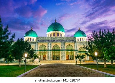 Khoja Ahror Valiy mosque known as the Jama or Dzhuma Mosque in Tashkent, Uzbekistan