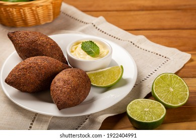 Kibbeh - The traditional Arabian snack, known in Brazil as Quibe.