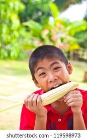 kid eat corn