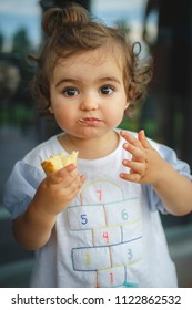 kid eating omelette with her hands