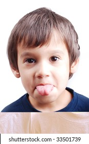 Kid with his tongue outside the mouth