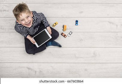 Kid playing with his ipad