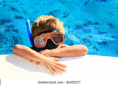 kid snorkeling at the back of a boat