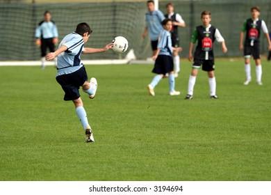 Kid throwing an amazing shot
