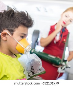 Kid traveling by airplane with need for oxigen first emergency aid