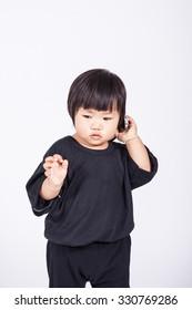 kid use smart-phone