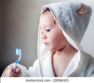 kid wash his teeth