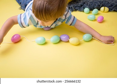 Kids easter activity and crafts: making an easter egg necklace