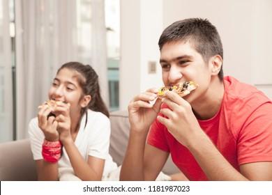 kids eating fastfood pizza