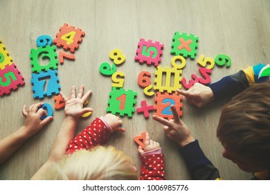kids learning numbers and count with fingers