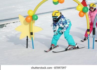 kids on the ski