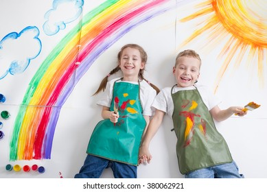 kids painting rainbow