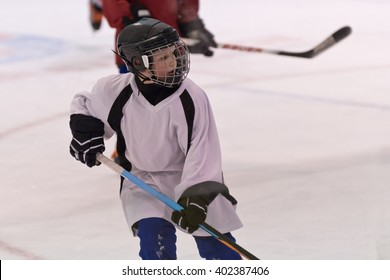 Kids playing in minor ice hockey game